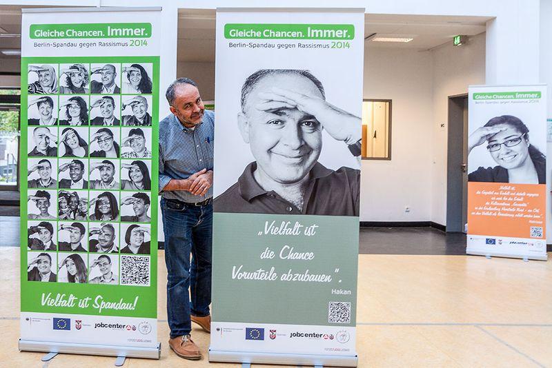 Ausstellung - Portrait-Aktion gegen Rassismus im Falkenhagener Feld (Fotos: Ralf Salecker)