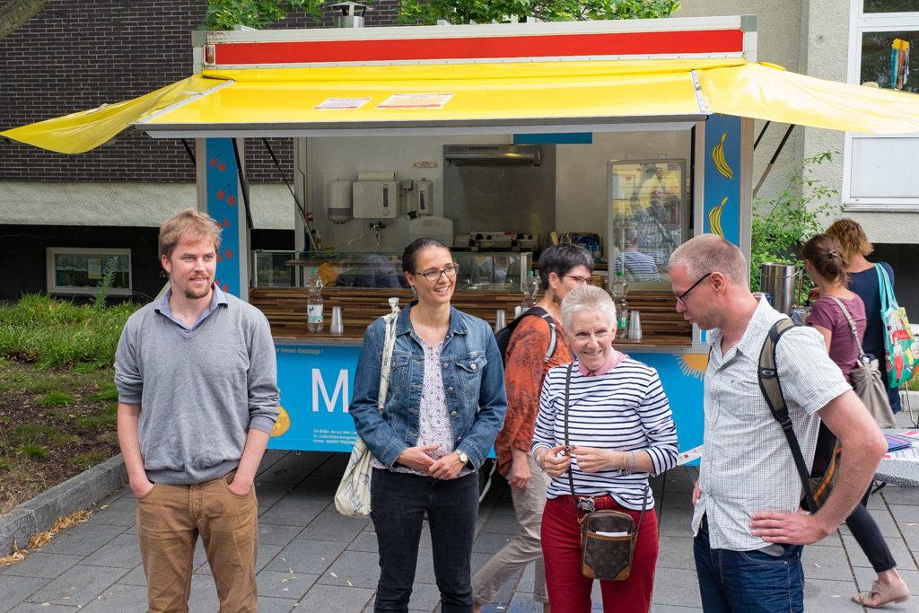 Mobiles Café in der Westerwaldstraße. Hier können Sie selbst mitmachen. (Foto: Ralf Salecker)
